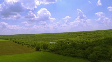 Fly  panorama over   green field with lake. Aerial — Stock Video