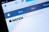 Apple Computers website announcing Apple Watch in 2015 — Zdjęcie stockowe