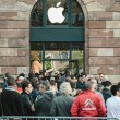 Apple Starts iPhone 6 Sales with customers waiting in front of t — Stock Photo #53644799