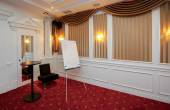 Clean flipchart in luxury conference room — Stok fotoğraf