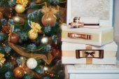 Christmas presents  near Christmas tree — Stock Photo