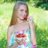 Happy girl with strawberries — Stock Photo
