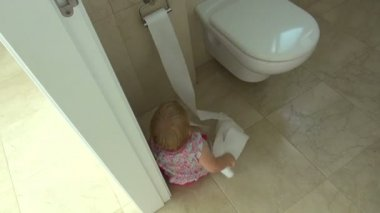 Baby playing with toilet paper — Video Stock
