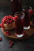 Currant berries and fresh homemade drink — Stock Photo