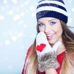 žena na sobě zimní čepice — Stock fotografie #57277189
