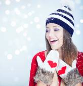 Woman wearing winter hat — Stock Photo