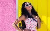 African american woman wearing sunglasses — Stock Photo
