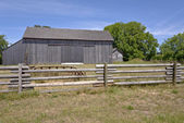 Old country barn and fence Oregon. — Stock Photo