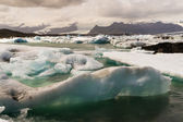 Icebergs in Icelands Joekulsarlon Bay — Stockfoto