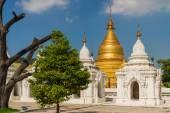 The Kuthodaw Pagoda in Mandalay — Stock Photo