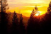 Zonsondergang over berg landschap horizon — Stockfoto