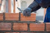 Pracovník stavební zdivo domu wal — Stock fotografie