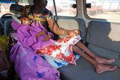 Маленькая девочка с вирусом Спида и сильного недоедания — Стоковое фото