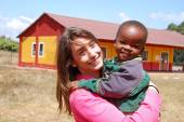 A voluntary non-profit organization Smile to Africa plays with a — Stock Photo