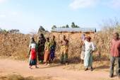 The intervention to help of the Franciscan Friars of the association Mawaki in Tanzania-Africa — Stock Photo