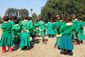 The play of kindergarten children of the Village of Pomerini-Tanzania — Stock Photo