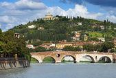 Ponte pietra och adige river - verona-Italien — Stockfoto