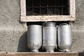 Old Milk Cans Made of Aluminum — Zdjęcie stockowe