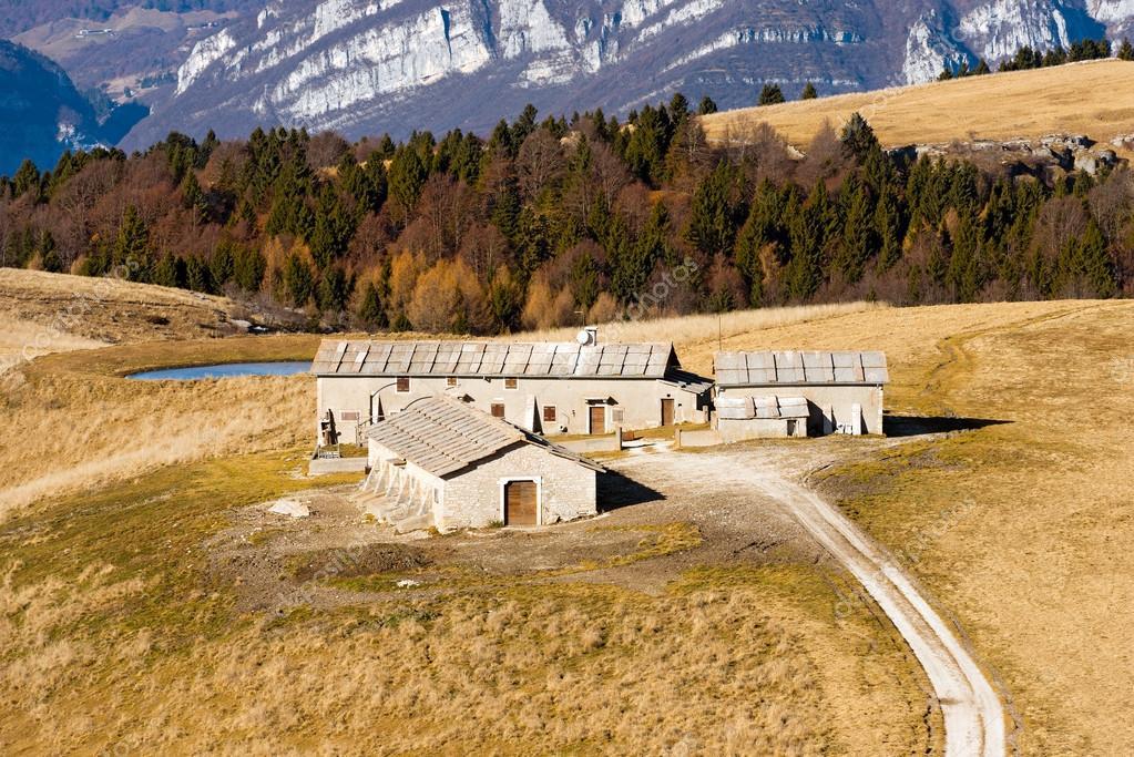 casas rurales italia lessinia u imagen de archivo