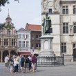 Постер, плакат: Tourism At the statue of Dirk Martens