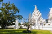 Wat rong khun, Thailand famous temple after earthquake — Stock Photo