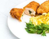 Kyckling Kiev med rostad potatis 10 — Stockfoto