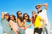 Grupa młodych osób szczęśliwy — Zdjęcie stockowe