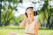 Kız zevk müzik — Stok fotoğraf