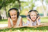 Girls enjoying music — Stock Photo