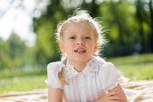 Meisje genieten van zomer — Stockfoto