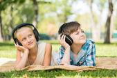 Kids wearing headphones — Foto de Stock