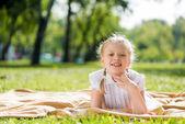 Girl enjoying summertime — Stockfoto