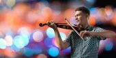Suonando il violino musicista — Foto Stock