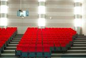 Cine con asientos rojos — Foto de Stock