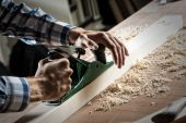 Carpenter working with the jointer — Foto de Stock