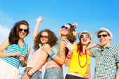 Skupina happy mladých lidí — Stock fotografie
