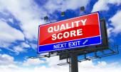Niveau de qualité sur le panneau d'affichage rouge. — Photo