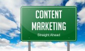 Content Marketing on Highway Signpost. — Стоковое фото