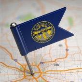 Nebraska Small Flag on a Map Background. — Foto de Stock