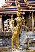 Tatue in Emerald Buddha Temple — Stock Photo