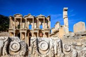Rock carvings and the Library of Celsus — Stock Photo