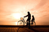 Ποδηλάτης οικογένειας σιλουέτα — 图库照片