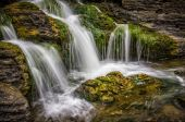 Waterfall flowing from mossy rocks — Stock Photo