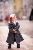 A little lady stand straight on the street — Stock Photo