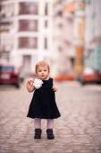 A little lady stand on the street — Stock Photo