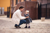 Father takes his little daughter in his arms — Stock Photo