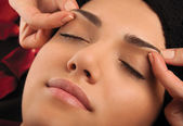 Massage eyebrows — Foto Stock