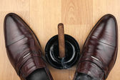 Classic men's shoes, ashtray and  fuming cigar on the wooden flo — Stock Photo