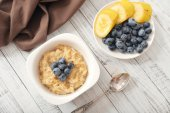 Porridge with bananas and blueberry — Stockfoto