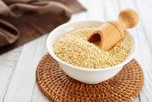 Raw quinoa seeds — Stock Photo